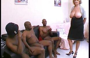 امرأة تحميل افلام جنس اجنبي ذات شعر بني تلعب مع آلة الجنس.