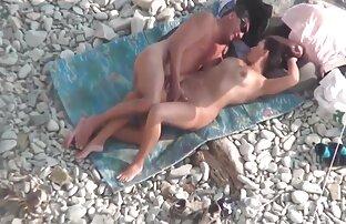تدليك يمارس الجنس مع فتاة تنزيل مقاطع فيديو سكس اجنبي ذات شعر بني من كلا الجانبين.