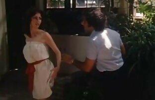 رجل يأخذ سكس افلام اجنبية تنزيل ديك قبل سيدة.