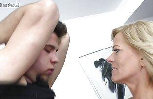 الرجل يمارس الجنس مع فتاة التوت ناضجة تنزيل فلم سكس اجنبي على الأريكة.