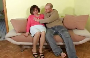فتاة ترتدي تحميل فيديو سكس اجنبي جوارب طويلة يحصل مارس الجنس doggystyle.