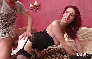 شقراء الأعمال تمارس الجنس تنزيل سكس اجنبي نار على الأريكة.