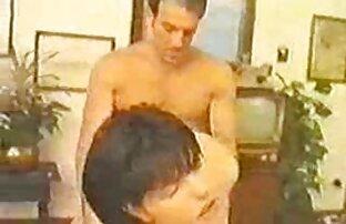 رجل أسود تنزيل افلام سكس اجنبية سخيف شقراء نحيلة تعانق رقبتها.